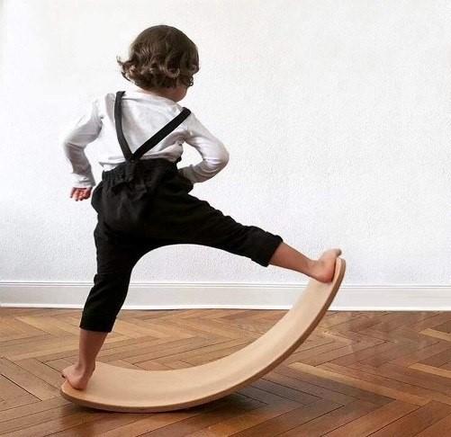 juguete-destacado-tabla-madera-curva